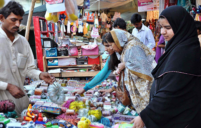 women shopping in Pakistan